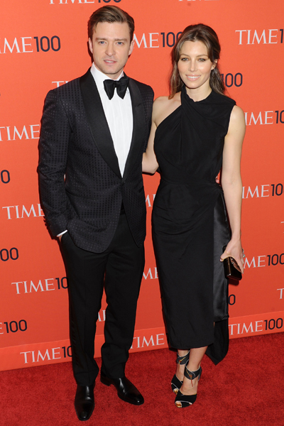 Steal this couple's look for your end of year gala dinner!