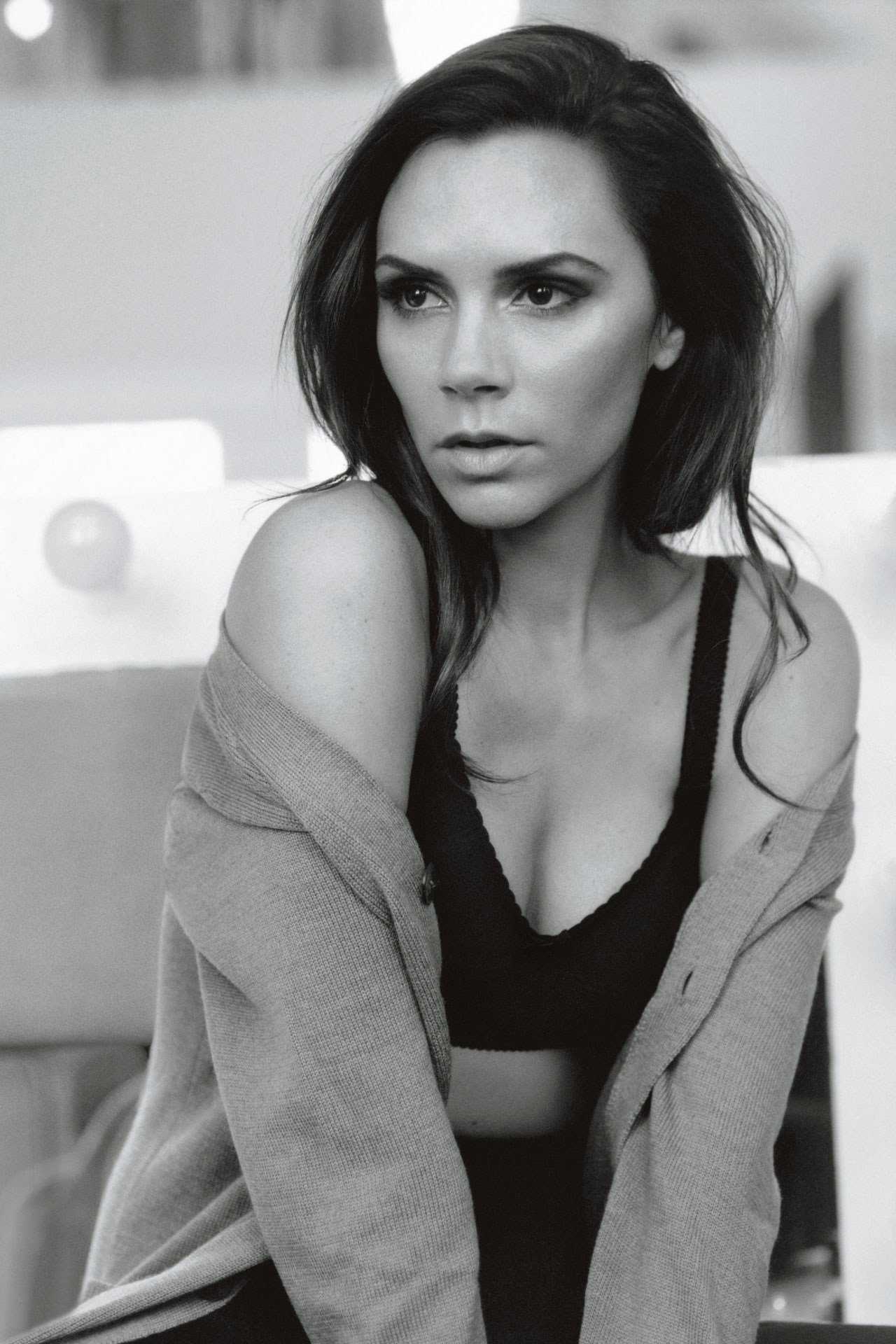 Kecantikan Victoria Beckham di Vogue UK, February 2011.