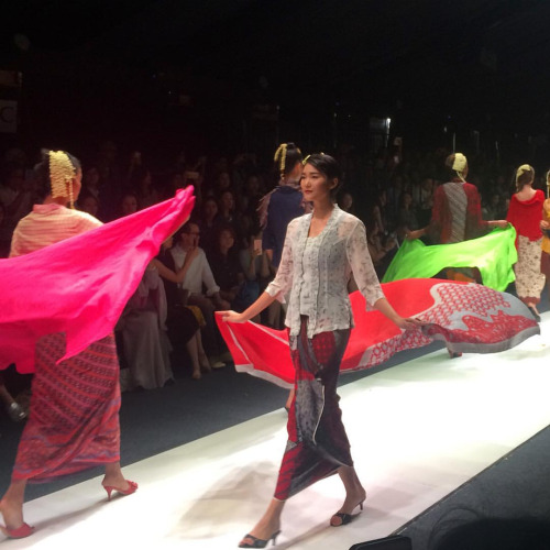 Obin Show, definitely one of my JFW 2016 highlights. Fresh and gorgeously Indonesia.