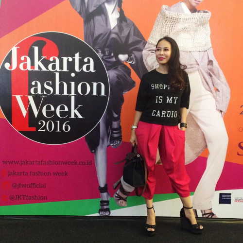 Started JFW madness with style (yup, those are pink Lashes by Moza)
