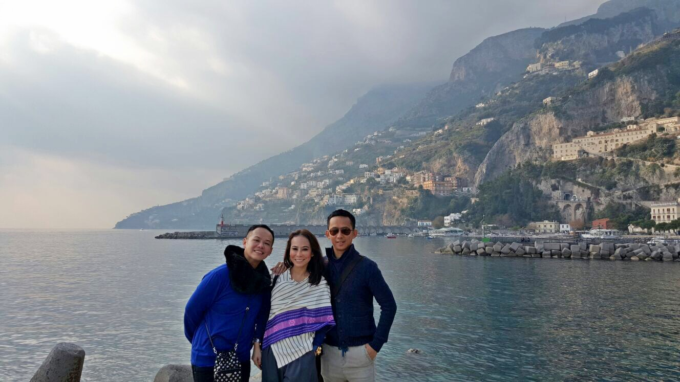 Amalfi with these two BFFs. This trip is so fun!