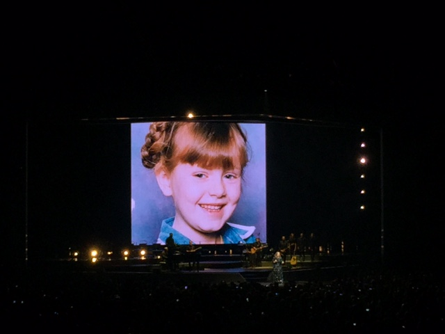 Pas nyanyiin When We Were Young, Adele nampilin foto-foto masa kecilnya yang super cute