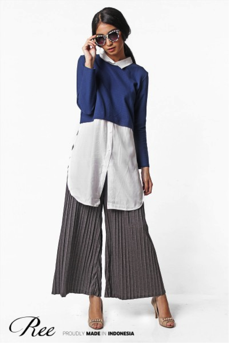 Layered top with pleated pants. Can be your office outfit any day.