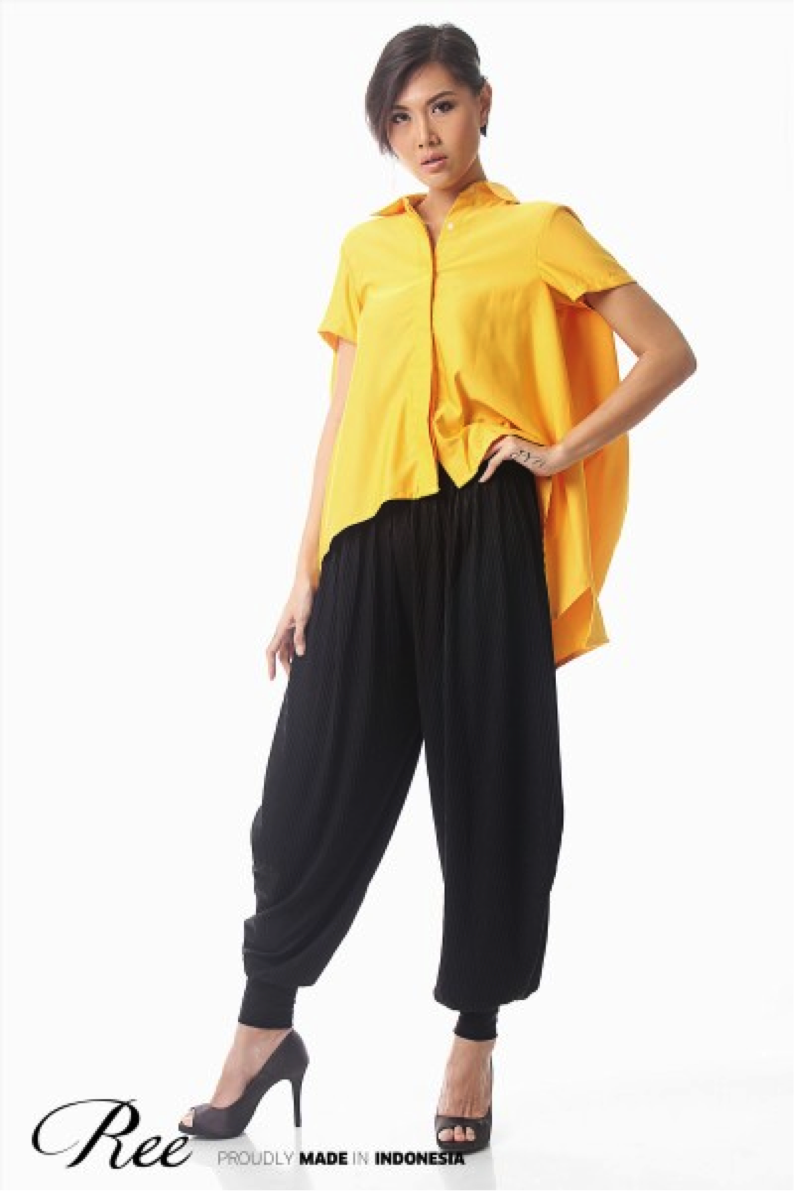 Harem pleated pants is suitable for any body type. Don't be afraid to match it with colored top, like this Ree yellow oversized blouse.