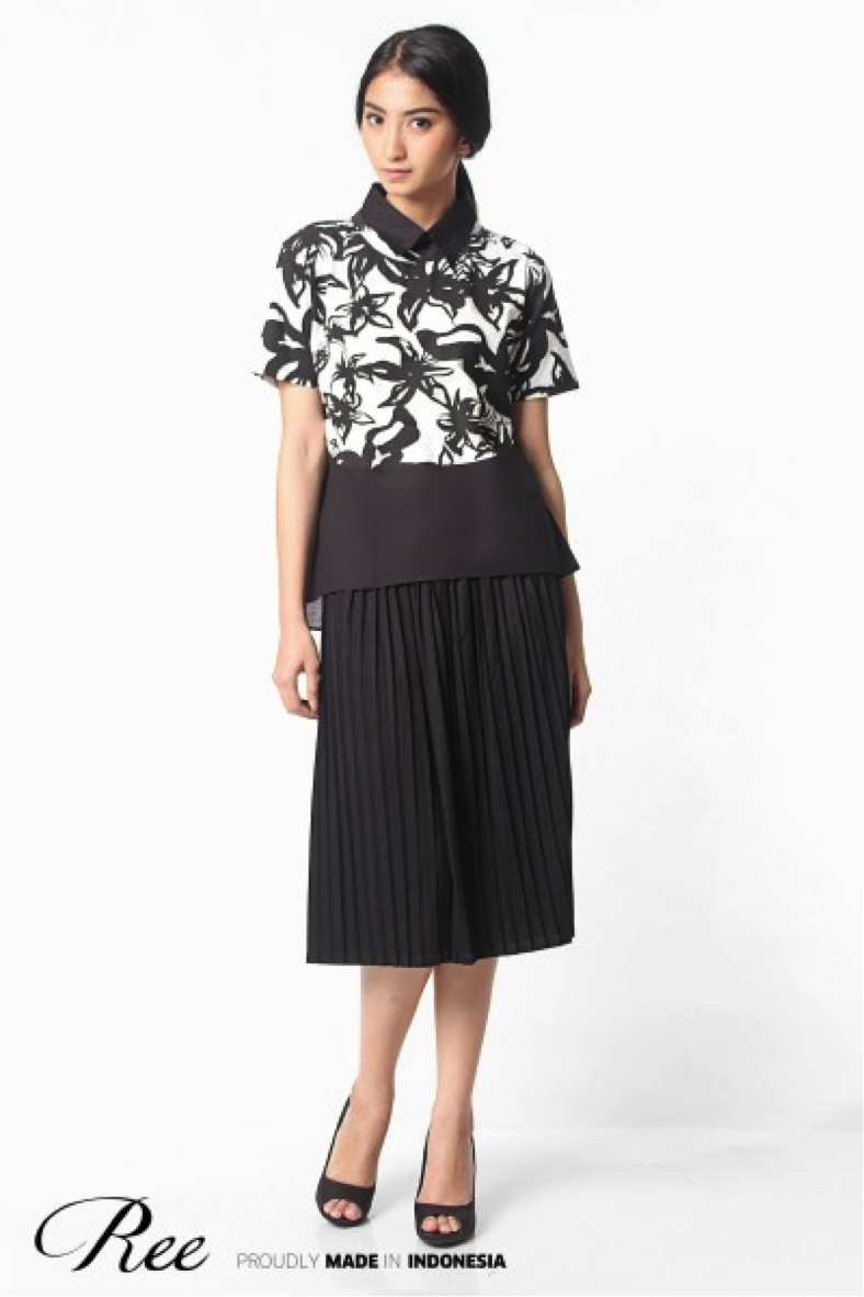 Pleated midi skirt can go with any of your top. Like this Ree floral top, perfect for any day in the office.