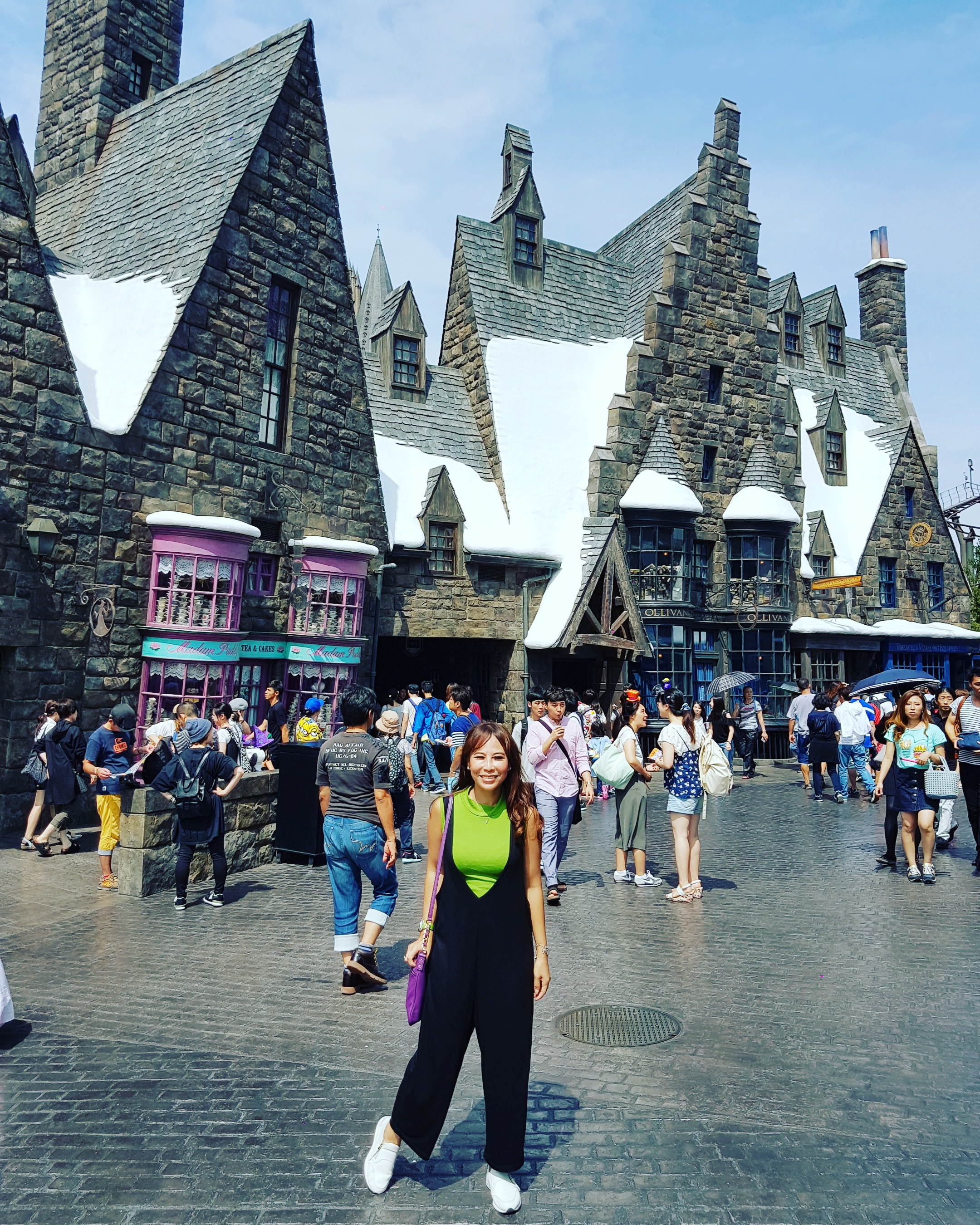 Hanging out in Hogsmeade!