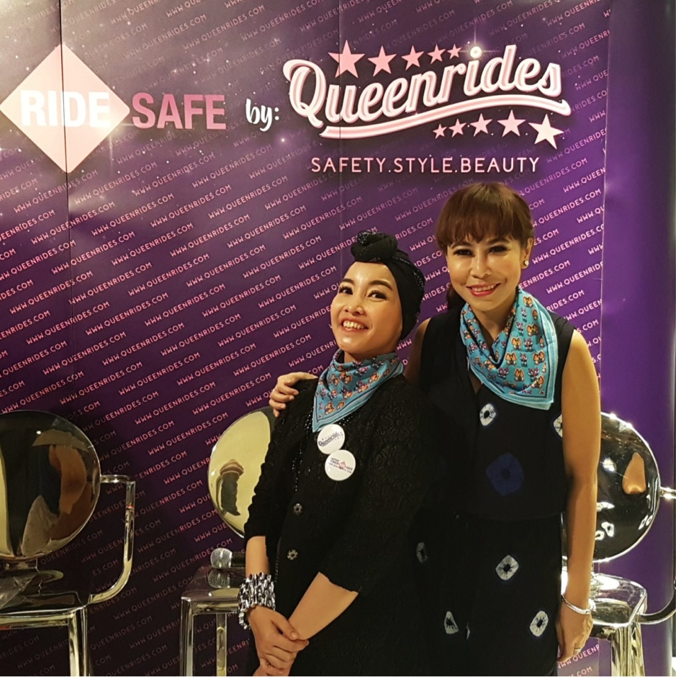 With the founder, Iim Fahima. Kita berdua pakai scarf QueenRides, loh.