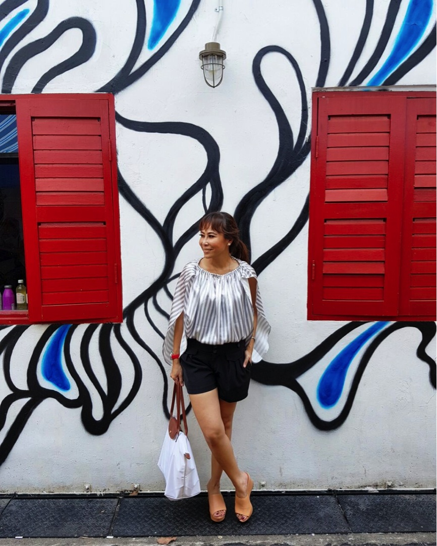 Found another cute spot to take photos photo, so don't be lazy to travel in style. This stripe outer* is also from REE.