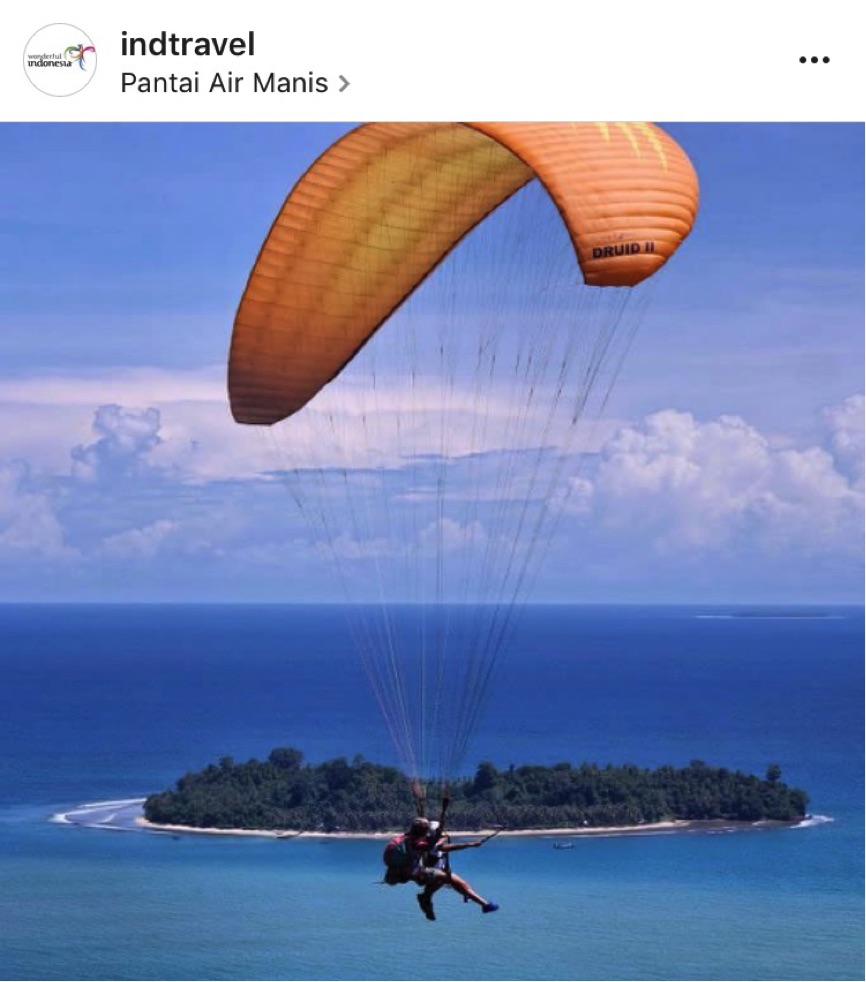 """Air Manis Beach is a favorite site for local and foreign tourists because of its low waves and beautiful views. There's also a small island called Pisang Kecil on its right side that you can see just before your plane or your paragliding lands."""